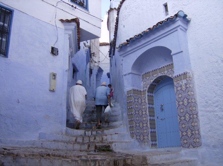 blauw-wit geschilderde huizen in Chefchaouen