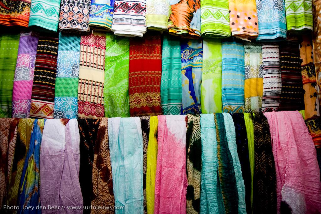 Honderden Sjalen voor de winter. Plaatselijke Sjoek, Agadir.