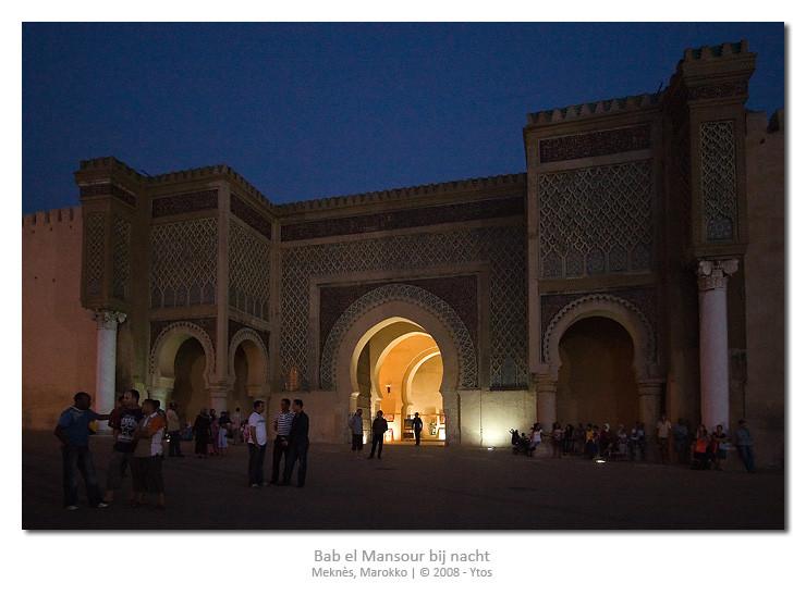 Bab el Mansour gefotografeerd in het schemerlicht. Een eerste poging tot zg. nachtfotografie