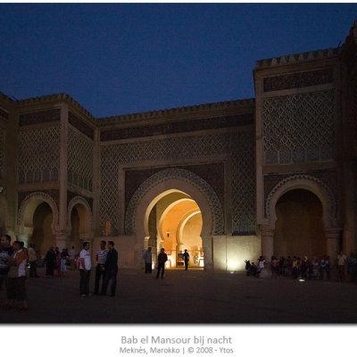 Voorvertoning Bab el Mansour gefotografeerd in het schemerlicht. Een eerste poging tot zg. nachtfotografie