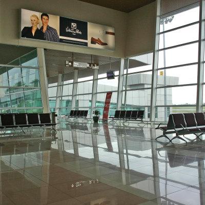Voorvertoning Klaar voor onze eerste vlucht, wachtend is een prachtig glimmend