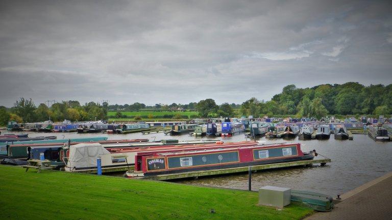 Swanley Bridge Marina, maar wij meren steeds af langs het kanaal op de daarvoor aangegeven plekken.