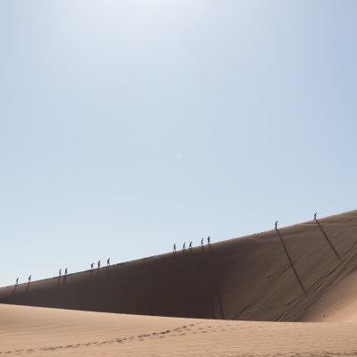 Voorvertoning Meer dan 350 meter stijgen in de brandende zon door rul zand.