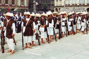 Mexicanen op Cinco de Mayo op het Zocalo in Mexico City