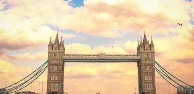 De Tower Bridge en met mooi weer (2)
