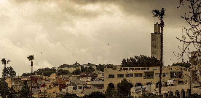 Wolken pakken samen boven Meknes