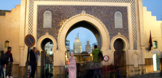 Betreed de oude stad van Fez via de Bab Boujeloud (De Blauwe Poort)