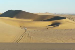 4x4 rijden door de zandduinen van Nambië