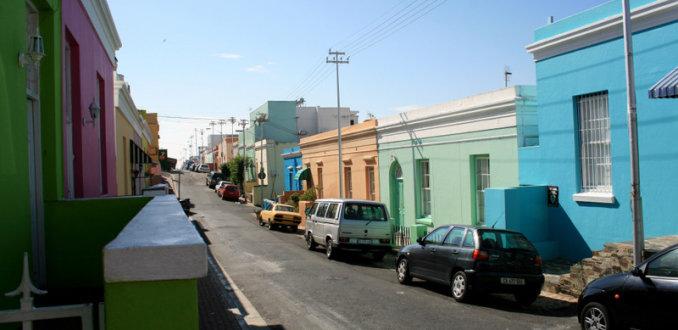 Vrolijk gekleurde huizen in Bo- kaap