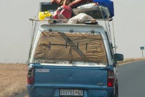 Ik ga op vakantie en neem mee....Volgeladen wrak auto Zuid-Afrika