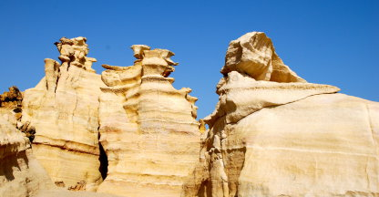 Rotsformaties op het strand van Raz-al-Jinz
