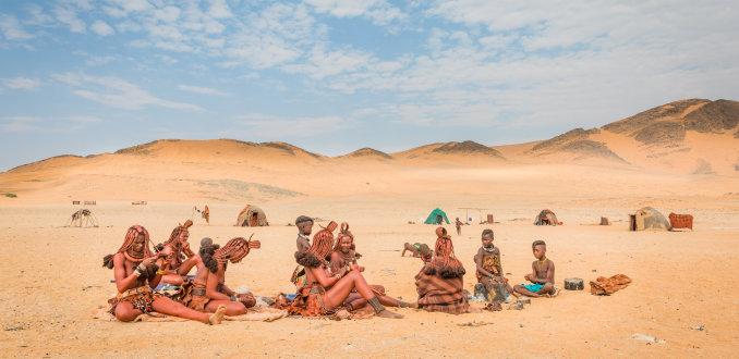 Himba's in de woestijn