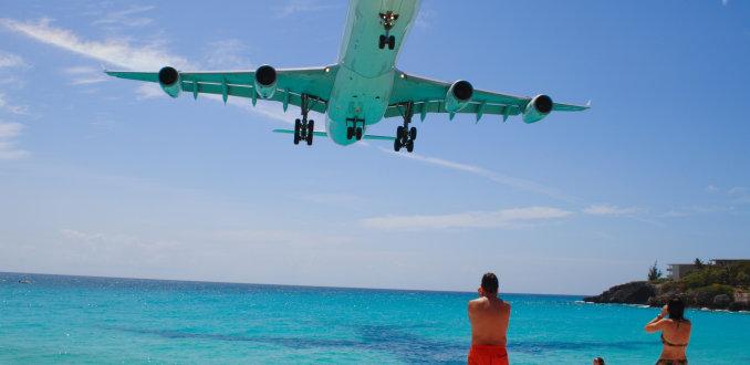 Pas op landende vliegtuigen