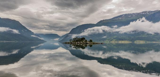 Fjord reflecties