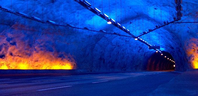 Spectaculaire verlichting langste tunnel ter wereld