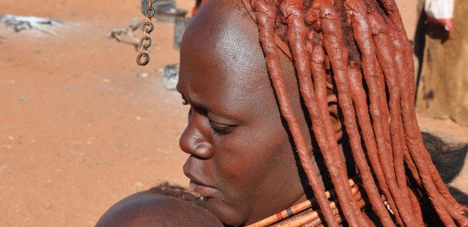 Himba vrouw met kind