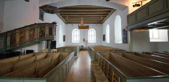 Binnenkijken in de kerk van Bodin