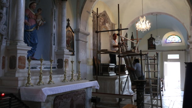 Restauratie in de kerk van Pusisca