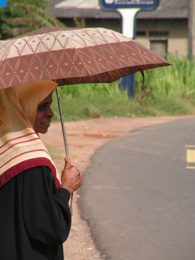 Onder (moeders) paraplu