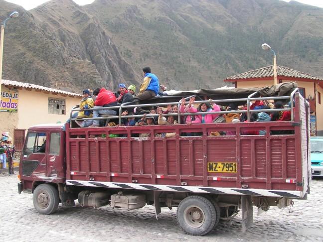 vrachtwagen vol kinderen