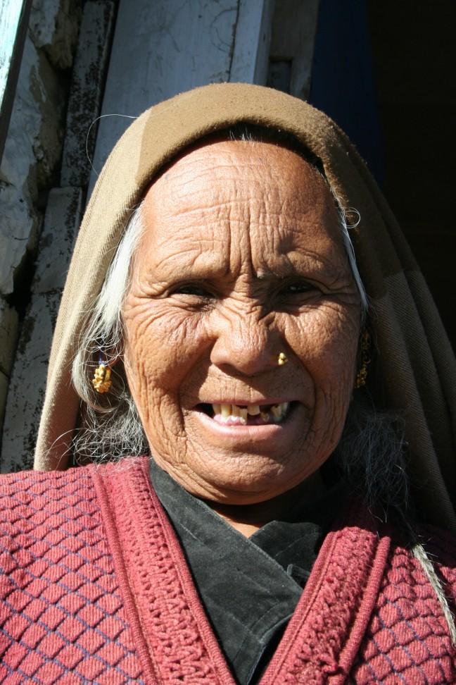 Vrouw in Himalaya