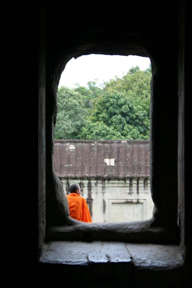 monnik bij tempels van angkor