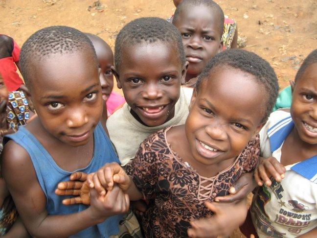 kinderen in dorp