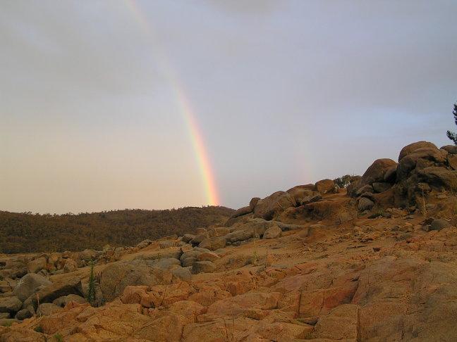 Regenboog boven Lake Jindabyne