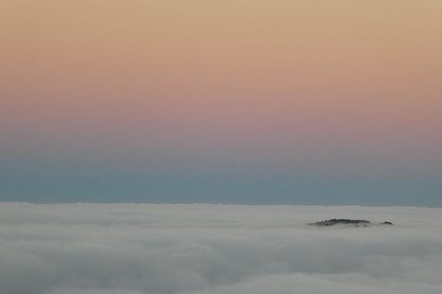 Boven de wolken (bekijk volledige foto)