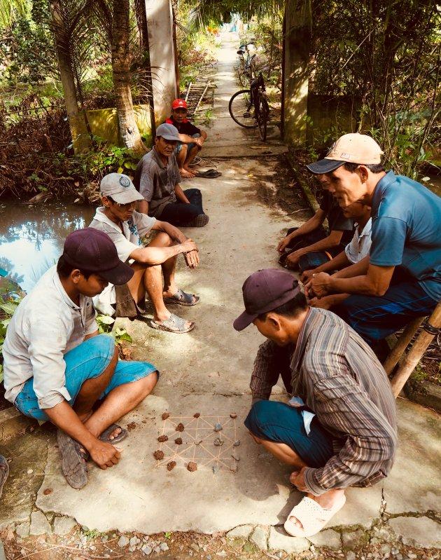 Bij een fietstocht door de Mekong delta (met gids) kom je leuke taferelen tegen