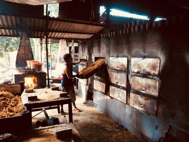 Een Vietnamese lekkernij wordt gemaakt in de Mekong delta