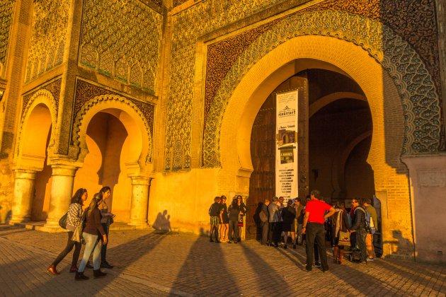 Bab Mansour badend in het laatste zonlicht