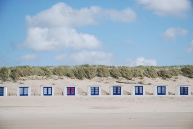 Strandhuisjes op strand van Texel