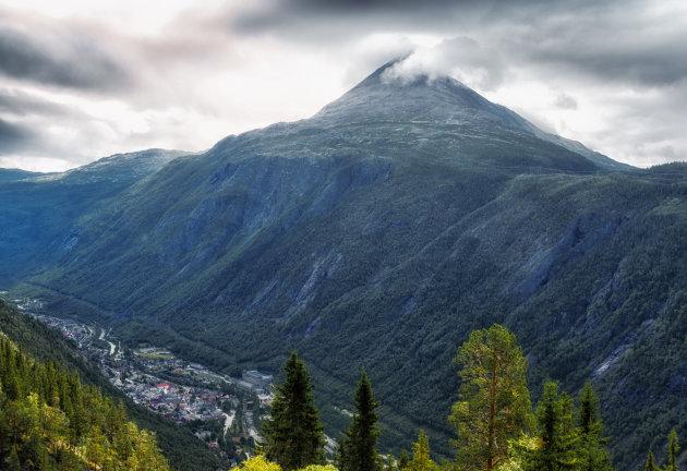 Uitzicht op Rjukan vanaf de Hardangervidda