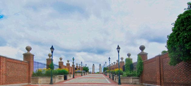 Walnut street - walking to Penn's Landing