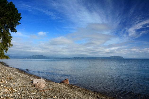 Drijvende stenen bij Lake Taupo