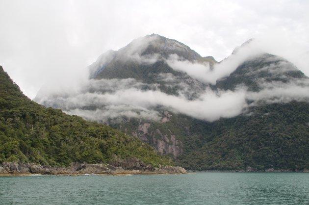 Bewolking nadert de Milford Sound
