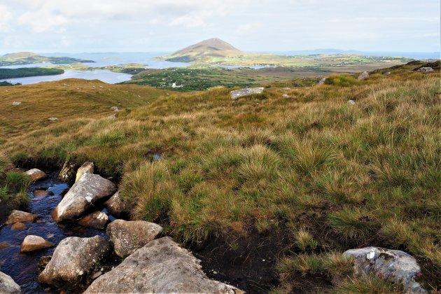 Glinsterend mooi uitzicht vanuit Diamond Hill, Ierland