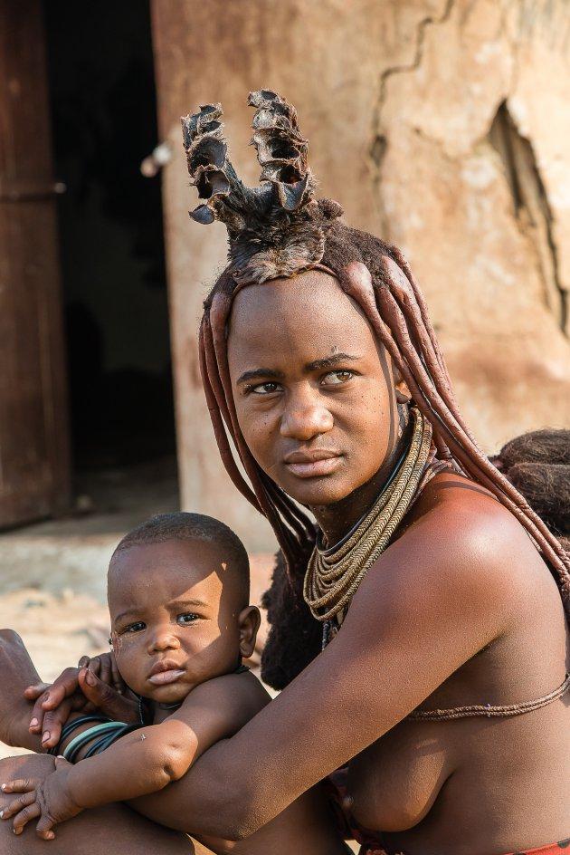 Himba mama en zoon