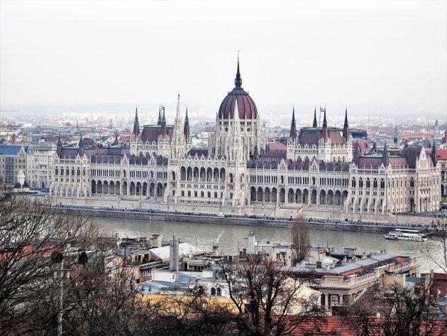 Parlementsgebouw vanop de Budaheuvel