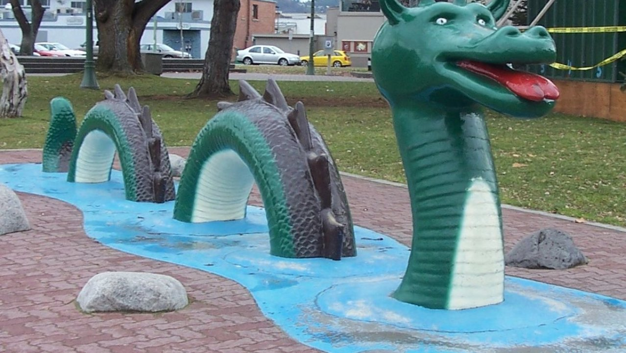 Ogopogo in de speeltuin