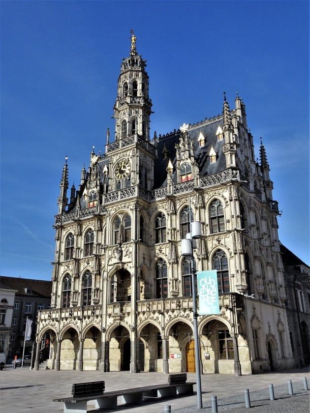 Het stadhuis van Oudenaarde is een juweel.
