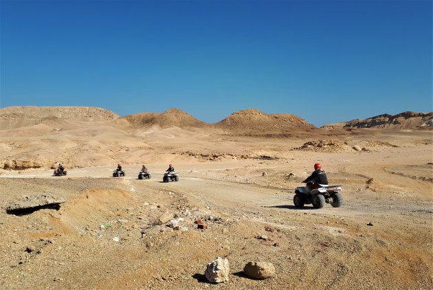 Quad rijden door de woestijn