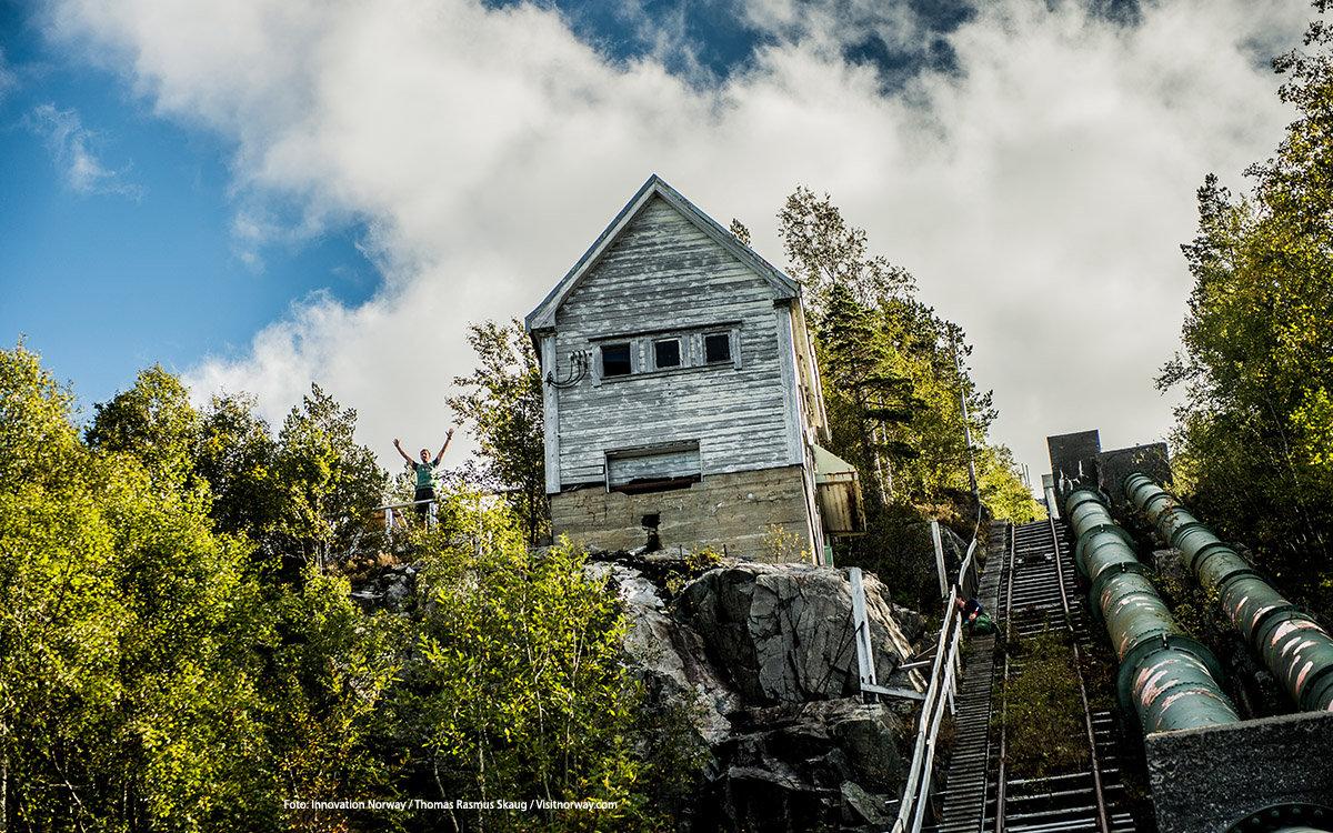 """<p style=""""margin:0cm 0cm 8pt"""">In de zomermaanden zijn de dagen letterlijk oneindig: De zon gaat niet of nauwelijks onder. De perfecte periode om het maximale uit je dag te halen! Met het licht van de middernachtzon maak je de meest bijzondere foto&rsquo;s. Wil jij jouw eigen Norway Story delen? Doe <a href=""""http://columbusmagazine.nl/visit-norway#win"""">hier</a> mee met onze winactie!</p> foto"""