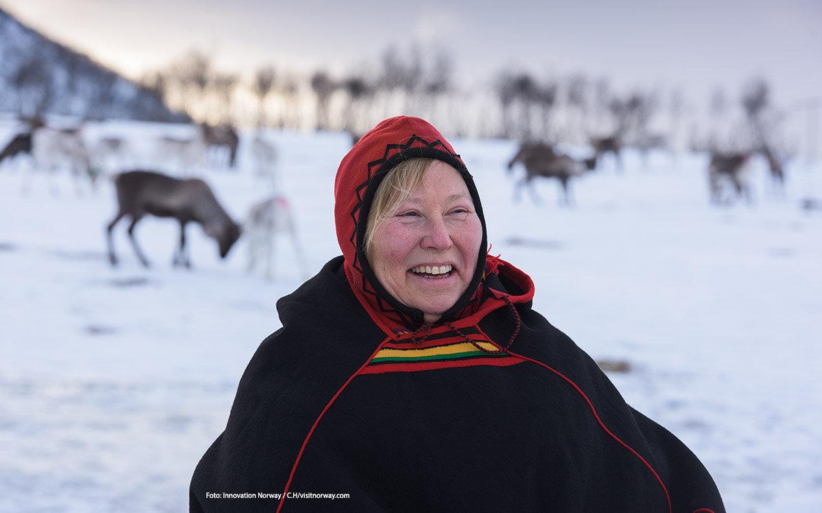 """<p>In de winter wordt een groot deel van Noorwegen omgetoverd tot een waar sneeuwparadijs. Maar het leven van mens en dier gaat gewoon door. Na een winters avontuur lekker opwarmen bij het haardvuur! Wil jij jouw eigen Norway Story delen? Doe <a href=""""http://columbusmagazine.nl/visit-norway#win"""">hier</a> mee met onze winactie!</p> foto"""