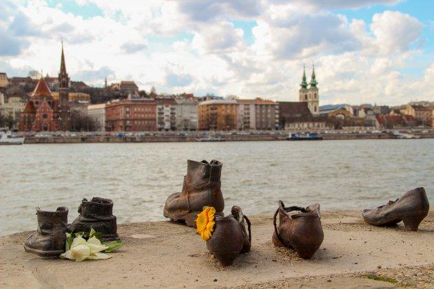 Schoenen op de Donaukade