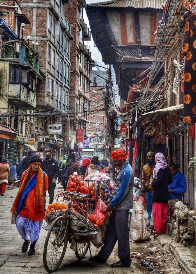 Levendig straatbeeld in Kathmandu