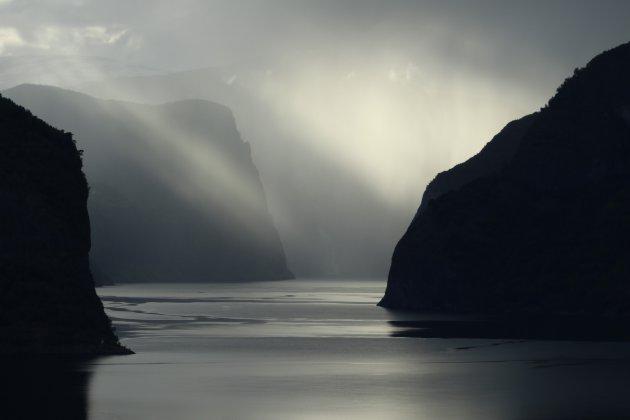 Zonsondergang in aurlandsfjord