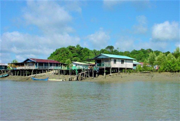 Vissershuizen op palen.