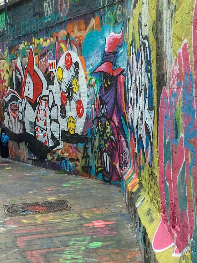 Een hele straat vol graffiti